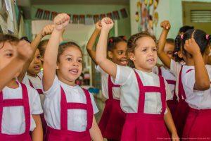 Des enfants à Cuba. Viva la révolution socialiste.